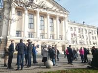 «Запорожцы — терпилы»: на митинг против повышения цен на проезд пришли лишь два десятка человек (Фото)