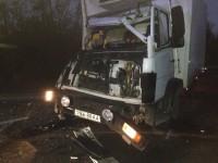 На трассе в Запорожье столкнулись грузовики: кабину «Мерседеса» смяло об прицеп фуры (Фото)