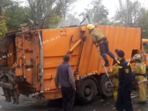 В Запорожской области мусоровоз загорелся рядом с пожарной частью