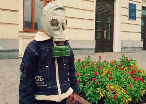 В песке детских площадок Запорожья нашли свинец с цинком (Видео)
