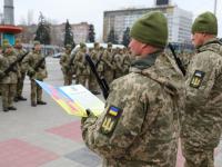 В центре Запорожья сотни бойцов приняли присягу на верность (Фото)