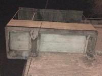 «Смотрите наверх»: в центре Запорожья с дома упала бетонная лепнина