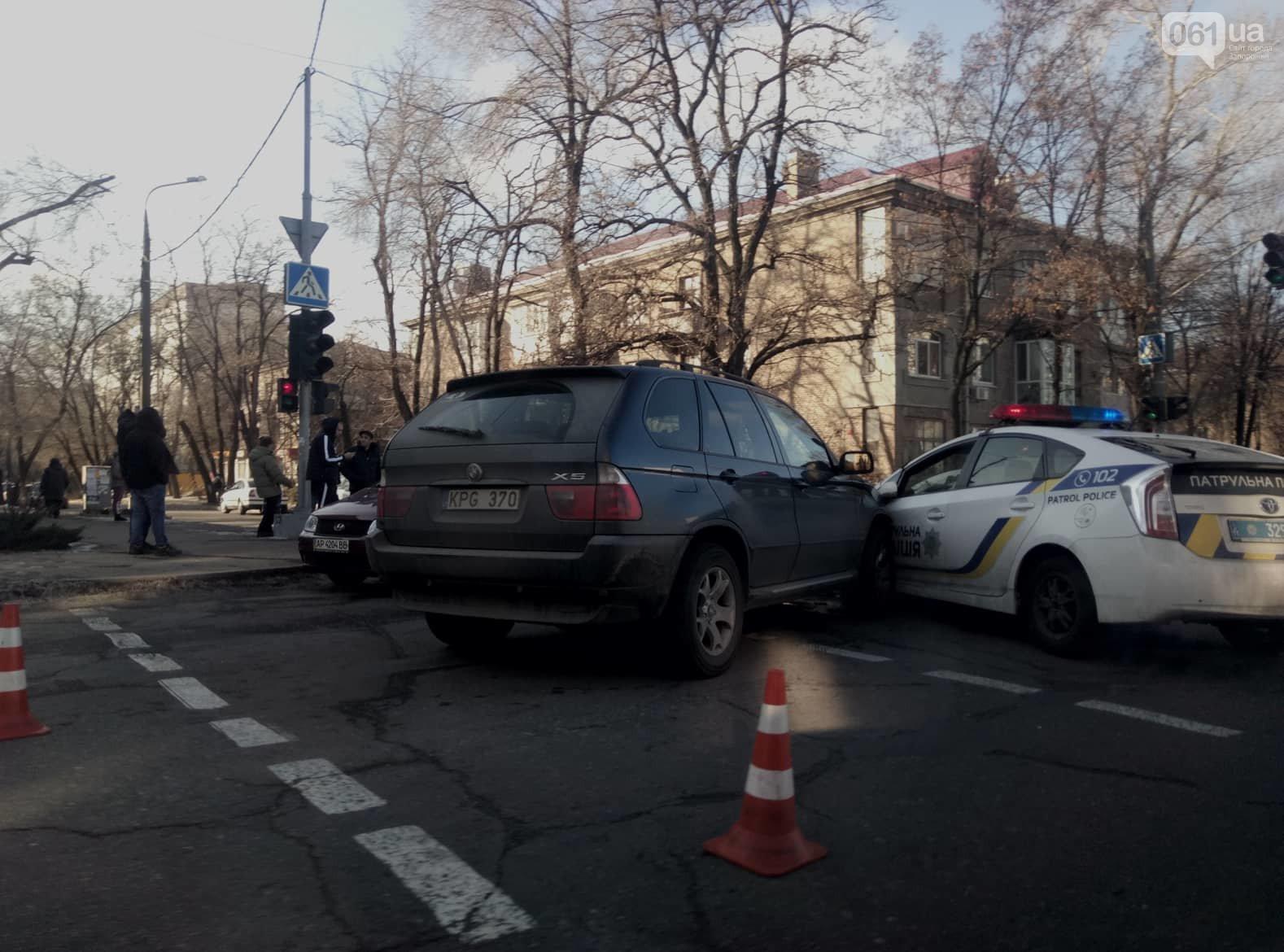 Опубликовано видео момента столкновения BMW X5 на еврономерах с патрульным авто