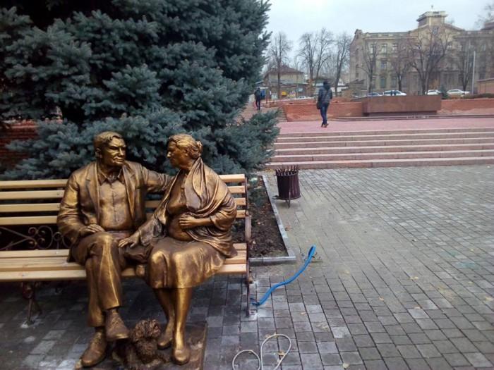 """Раскритикованный запорожцами памятник """"переселили"""" в новое место"""