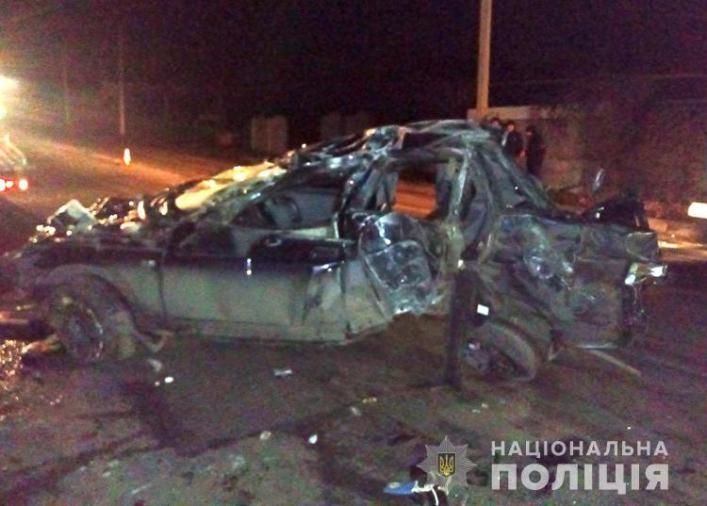 Ночью в Мелитополе ВАЗ врезался в столб и перевернулся: есть погибшие (Фото)