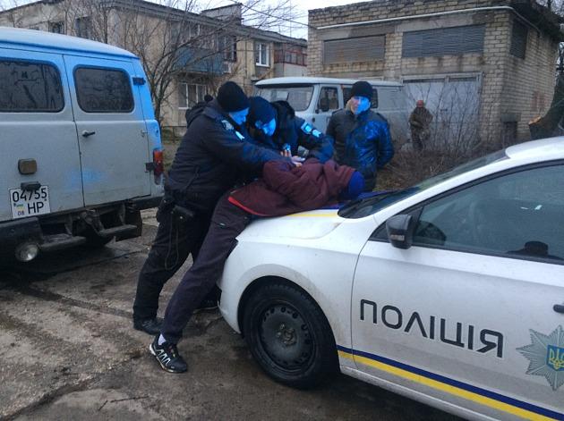 На запорожском курорте местные жители напали на электриков