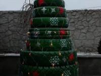 В Запорожской области соорудили автомобильную елку