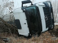 На запорожской трассе перевернулся грузовик – пострадавший в больнице