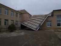 В запорожском селе сильный ветер сорвал новую крышу школы (Фото)