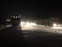 На трассе Запорожье — Днепр машины и пассажирские автобусы застряли в километровых пробках (Видео)