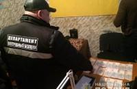 Черный лесоруб пытался выкупить у полицейских конфискованные пилы
