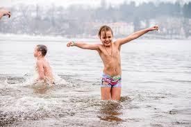Запорожские медики рассказали, как не навредить себе Крещенским купанием