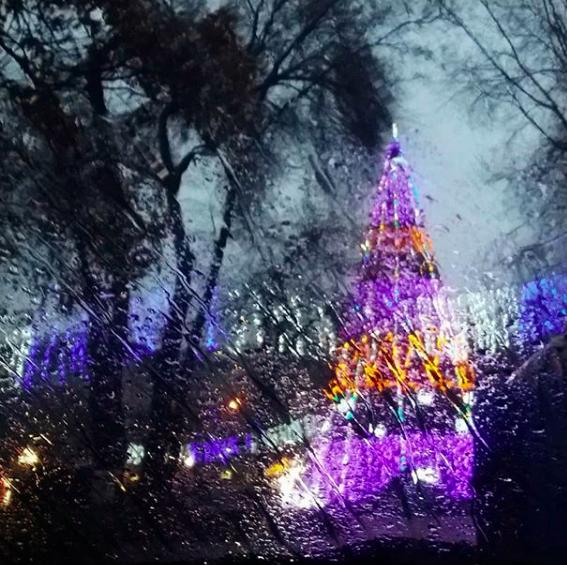 Тленные улочки и счастливые девушки: как выглядит зимнее Запорожье в Instagram