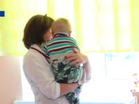 Медики рассказали о судьбе малыша, найденного на трамвайных путях рядом с пьяной матерью