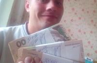 Квартиру жителя Запорожья обворовали после фото в соцсети с пачками денег
