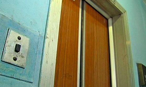 В соцсетях сообщили, что на Бородинском сорвался лифт с ребенком: в мэрии отрицают