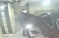 На запорожской мойке владелец «Мерседеса» набросился на работника с кулаками (Видео)