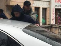 Двух сотрудников СБУ задержали в районе медуниверситета на получении взятки