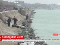 Бердянцы носят воду с моря и стоят в очередях – как жители курортного города переживают коммунальную катастрофу