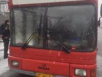 На водителя пассажирского автобуса напал вооруженный грабитель