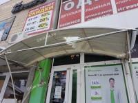 В Запорожской области сосулька пробила козырек перед банком