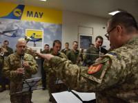 В запорожском аэропорту в честь «киборгов» устроили флешмоб с оркестром (Видео)