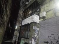 В новогоднюю ночь из-за брошенной петарды сгорела квартира