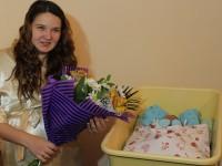 В Запорожье поздравили родителей первого новорожденного в новом году