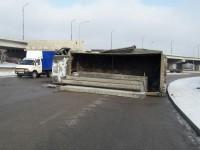 На Хортице перевернулся грузовик с бетонными плитами: образовалась пробка
