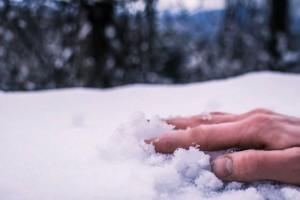 ruka_sneg
