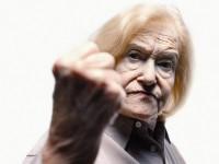 В Запорожской области пожилая женщина повредила агитационную палатку