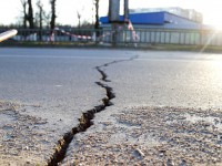На шоссе в Бердянске появилась большая трещина: «Водоканал» уверяет, что не из-за коллектора