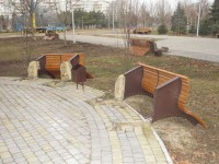 Чиновники райадминистрации Хортицкого района ищут вандалов, разгромивших сквер