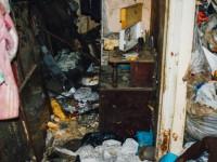 В ловушке мусора: как жить с соседом, превратившим подъезд в свалку