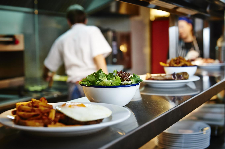 Что делают с остатками еды запорожские заведения общепита
