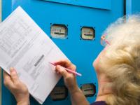 Со счетов запорожцев списали десятки тысяч гривен за электричество, которое они не потребляли