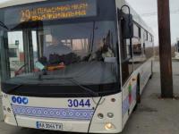Коммунальный автобус попал в аварию в первый же день работы