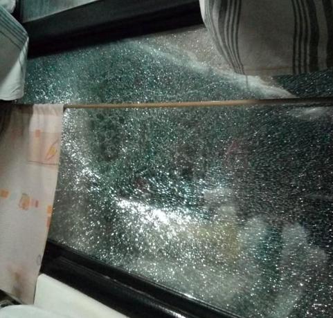 """""""Звук взрыва слышался в ушах"""": На Бабурке пассажирский поезд забросали камнями"""