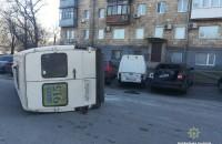 В районе запорожского порта водитель «Хаммера» врезался в машрутку: микроавтобус перевернулся (Фото)