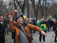 «Мы хотим платить налоги»: активисты запорожской «Автоевросилы» забросали костями таможню