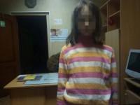 «Мне все равно»: в Запорожье пьяная мать выгнала дочь ночью на улицу