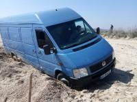 В Примпосаде микроавтобус застрял на общественном пляже