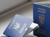 В Запорожье чиновница миграционной службы требовала взятку за оформление загранпаспортов