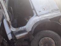 Под Запорожьем грузовик перевернулся и загорелся, угодив в яму