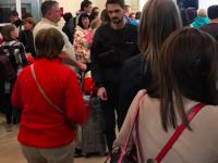 «6 или 7 раз переносили вылет»: сотня туристов не могут вторые сутки улететь из Запорожья