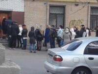В Мелитополе под офисом политпартии собралась очередь: в полиции расследуют подкуп избирателей