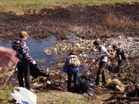 Собрали целый КамАЗ мусора: активисты очистили русло Мокрой Московки