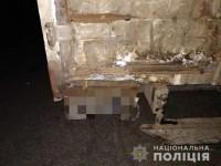 В запорожском селе молодой мотоциклист погиб с пассажиром, влетев в грузовик