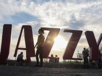 Тысячи людей пришли послушать Jamala и LAUD: как стартовал фестиваль «Zaporizhzhia Jazzy» (Фоторепортаж)