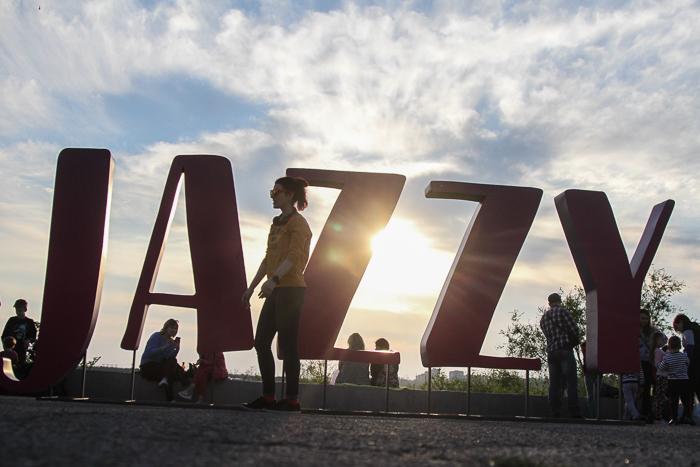 """Тысячи людей пришли послушать Jamala и LAUD: как стартовал фестиваль """"Zaporizhzhia Jazzy"""" (Фоторепортаж)"""